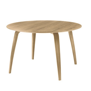 GUBI Dining Table Round Oak